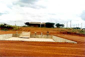 A piscina em construção no final dos anos 80: período de consolidação da unidade
